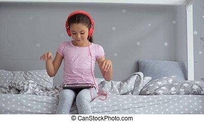 gai, peu, musique, girl, écoute