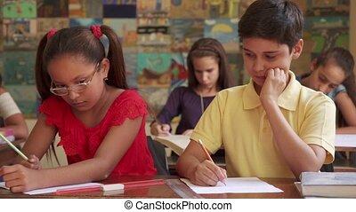 garçon, école, tricherie, admission, essai, pendant, classe