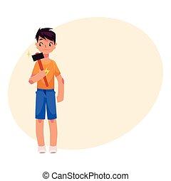 garçon, adolescent, longueur pleine, tenue, portrait, marteau