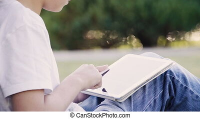 garçon, adolescent, tablette, séance, jeune, numérique, utilisation, herbe