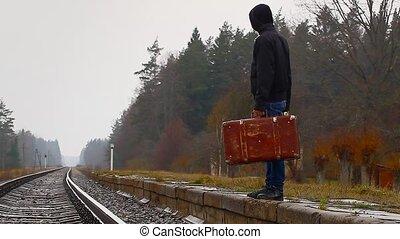 garçon adolescent, valise