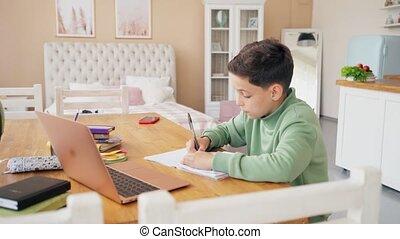 garçon, caucasien, école, distance, manuels, education, apprentissage, maison, dos, devoirs, kids., école, ligne, technologie, leçon