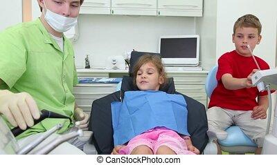 garçon, dentaire, il, dentiste, bouche, prendre, mettre, girl, outils