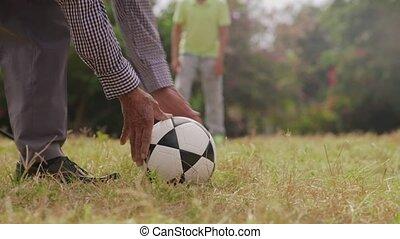 garçon, football football, jouer, 10-grandpa