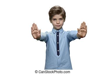 garçon, geste, bleu, deux, t-shirt, arrière-plan., confection, blanc, mains, arrêt