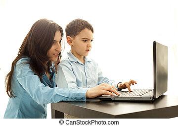 garçon, informatique, jouant jeu