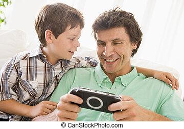 garçon, jeune, poche, jeu, homme souriant