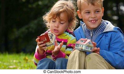 garçon, jouet, fenetres, maisons, girl, dénombrement, jouer
