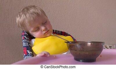 garçon, manger, endormi, abattre