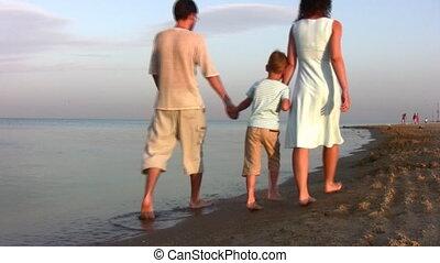 garçon, marche, plage, famille