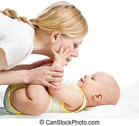 garçon, nourrisson, elle, amusement, mère, bébé, avoir, heureux