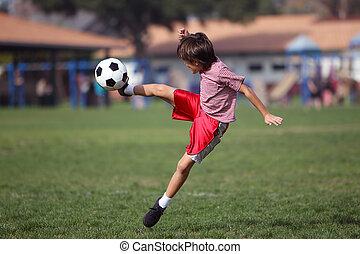 garçon, parc, football, jouer