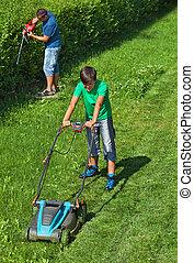 garçon, pelouse, sien, fauchage, père, quoique, prémunir bordure