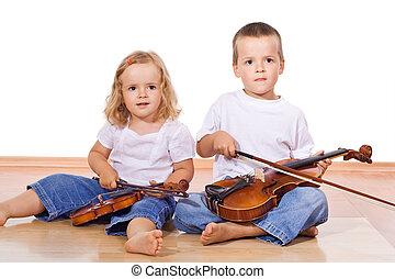 garçon, petite fille, violons