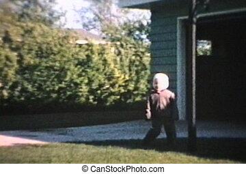 garçon, peu, (1964), herbe, courses