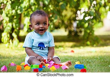 garçon, peu, américain, africaine, bébé, herbe, jouer
