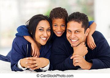 garçon, peu, sien, étreindre, indien, parents, lit