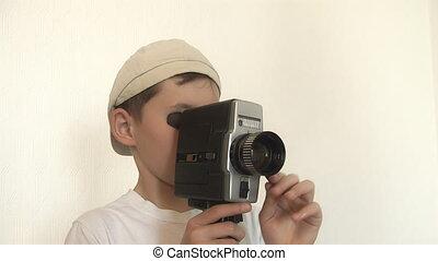 garçon, pousses, film appareil-photo, film