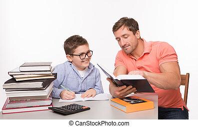 garçon, sien, père, devoirs, ensemble