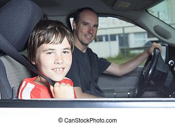 garçon, sien, voiture, père, portrait, sourire