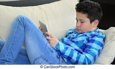 garçon, utilisation, jeune, tablette, numérique