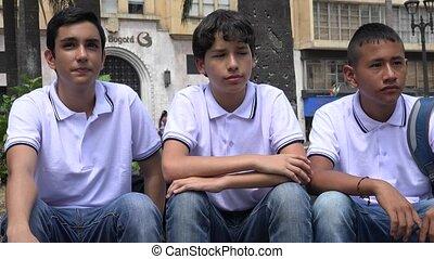 garçons adolescence, agir, curieux
