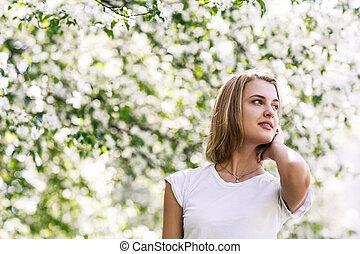 garden., printemps, femme, jeune, fleurir