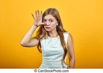 garder, séduisant, jeune, main, idiot, femme, geste, nez, blond