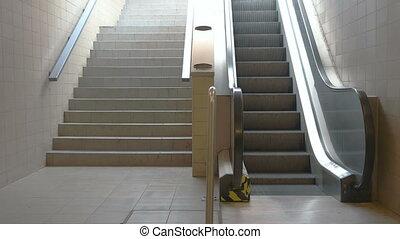 gare, escalators