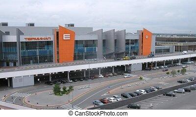 gens, approche, e, terminal, sheremetyevo, aéroport, voitures