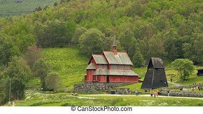 gens, célèbre, portée, norway., panoramique, norvégien, vue, marche, nef, triple, bois, repère, été, vieux, borgund, stavkirke, panorama, day., église