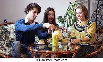 gens, café, jeune, conversation, groupe
