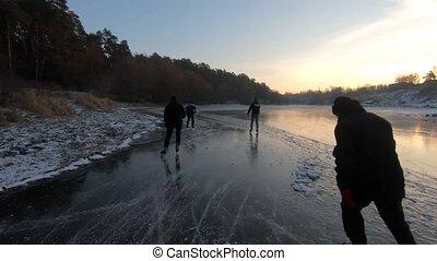 gens, cinq, rivière, patinage glace