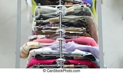 gens, cintres, au-dessus, vente, vêtements