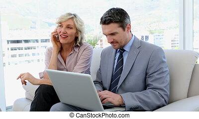 gens, fonctionnement, business, ensemble, ordinateur portable