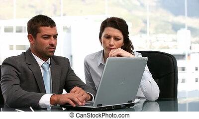 gens, fonctionnement, charismatic, business