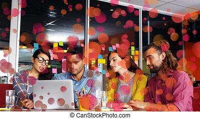 gens fonctionnement, informatique, discuter, vue, business, devant, ensemble