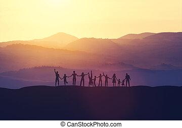 gens, heureux, coucher soleil, groupe