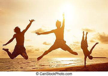 gens, jeune, sauter, coucher soleil, fond, plage