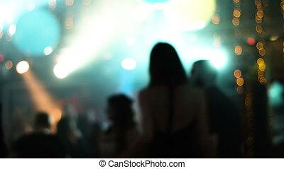 gens, nightclub., danse, séduisant, métrage, brouillé, jeune