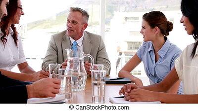gens parler, pendant, réunion