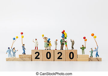 gens, tenue, balloon, nouvel an, bloc bois, famille, heureux, miniature, 2020, concept, :, nombre