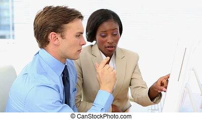 gens travaillant ensemble, business