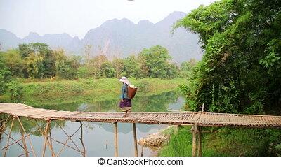 gens, vieng, vang, laos, croisement, bambou, rivière, pont