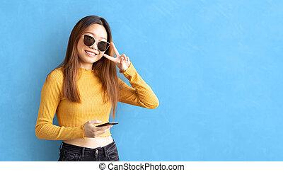 giovane, fa, allegria, ottimismo, onu, di, e, gesto, femmina, asiatica