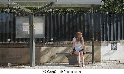 girl, été, solitaire, jeune, attente, jupe, arrêt, autobus