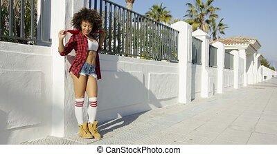 girl, américain, penchant, barrière, heureux, africaine
