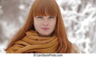 girl, appareil photo, hiver, jeune, forêt, regarder, beau