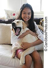 girl, bâiller, chien, elle, asiatique