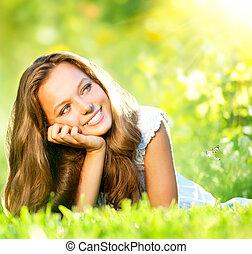 girl, beauty., herbe, extérieur, mensonge, vert, printemps, beau